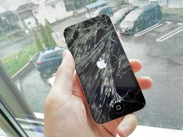 iPhoneの画面が割れたがdカード GOLDの補償で直った。